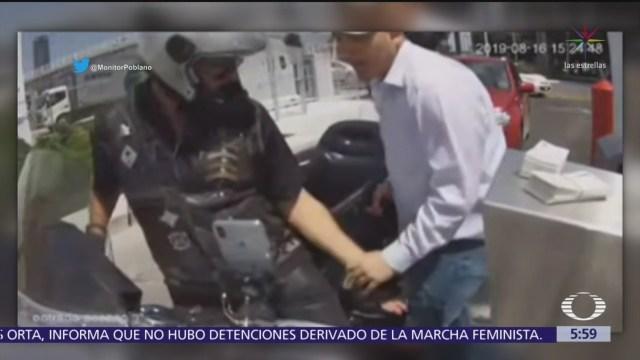 Motociclista sufre asalto en estacionamiento de Angelópolis, en Puebla