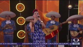 Natalia Jiménez, con mariachi, en el estudio de Al Aire