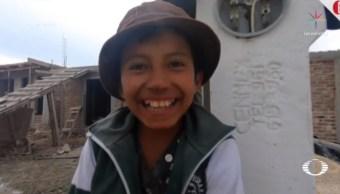 Universidad beca a niño albañil para que cumpla sueño de ser arquitecto