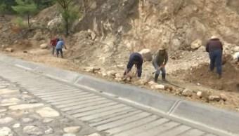 Pobladores en Oaxaca construyen carretera para comunidad en la Sierra Juárez