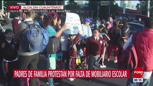 Padres de familia protestan por falta de mobiliario escolar