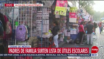 FOTO: Padres de familia surten lista de útiles escolares, 24 Agosto 2019