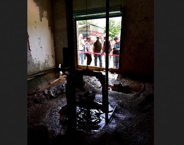 Hallan petróleo en una vivienda en Tabasco