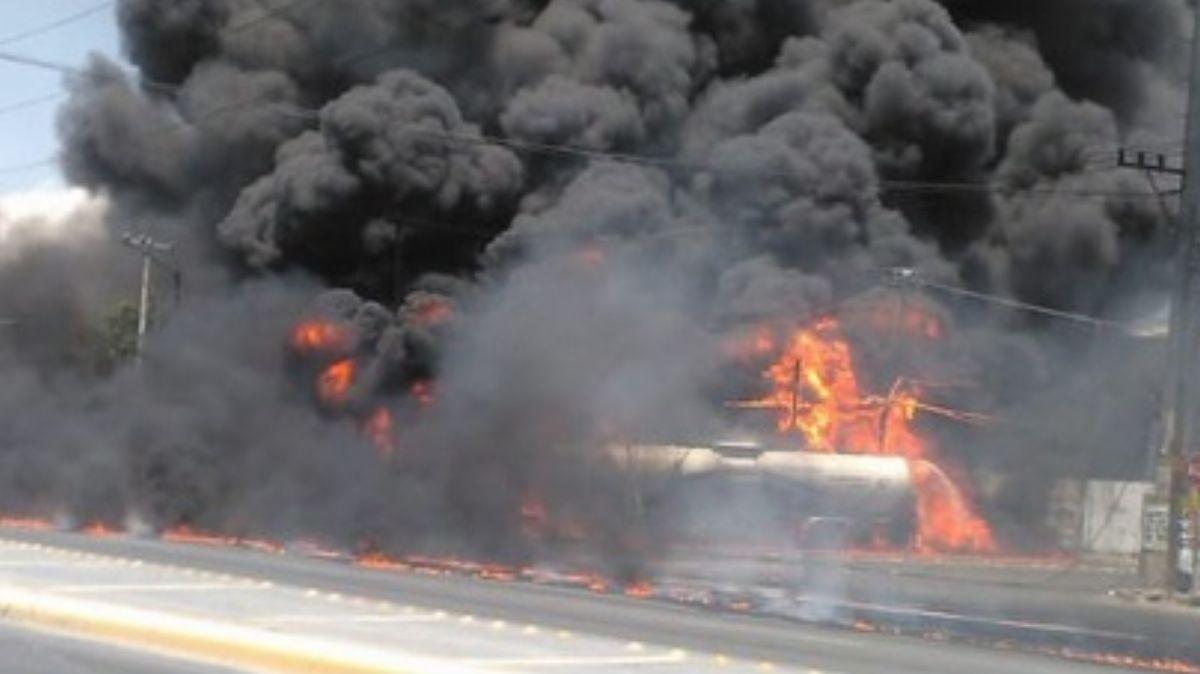Incendio de pipa en Nuevo León,