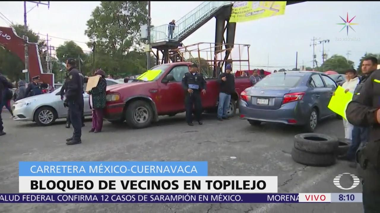 Pobladores realizan bloqueo en la carretera federal México-Cuernavaca, en Topilejo
