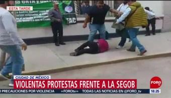 Foto: Protesta frente a Segob termina a golpes