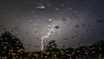 Cae rayo en Alemania y hiere a 15; Europa vive fin de semana inusual con tormentas y tornado