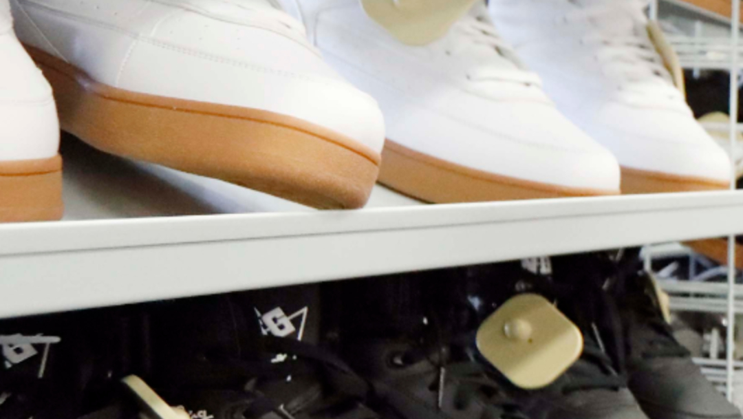 FOTO En regreso a clases, IMSS recomienda comprar zapatos escolares cómodos (AP)