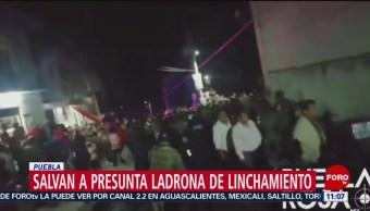 Rescatan a presunta ladrona de ser linchada en Puebla