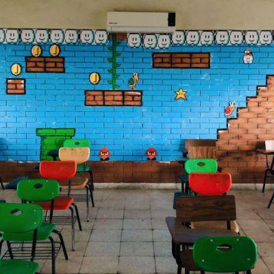 'Profe Chido' sorprende a sus alumnos decorando su salón al estilo Mario Bros