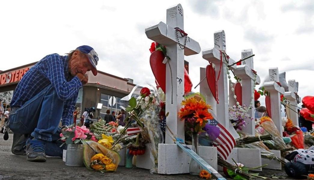 Imagen: Decenas de globos fueron soltados al aire en memoria de las 22 víctimas mortales de este ataque armado, 6 de agosto de 2019 (EFE,archivo)