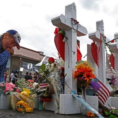 Realizan vigilia en memoria de víctimas de tiroteo en El Paso, Texas