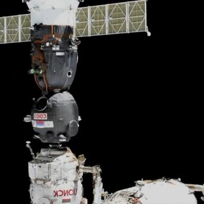 Nave rusa Soyuz, con el robot humanoide 'FEDOR', se acopla a la EEI, al segundo intento