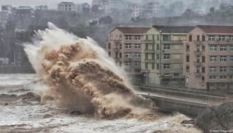Tifón asota a China y deja a su paso 44 muertos