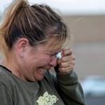 Foto: Una mujer hispana llora tras el tiroteo en un centro comercial de El Paso, Texas, 4 agosto 2019