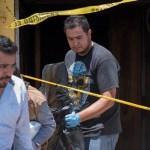 Peritos forenses continúan con las investigaciones este miércoles, luego del ataque al bar El Caballo Blanco en Coatzacoalcos, en el estado de Veracruz
