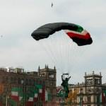 paracaidistas desfile militar zocalo cdmx