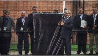 Imagen: AMLO presumió su habilidad para el softbol, 21 de septiembre de 2019 (Gobierno de la República)