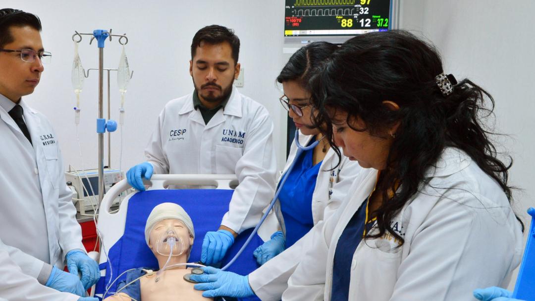 FOTO Habrá nueva convocatoria para contratar a más médicos, dice AMLO (Cuartoscuro/UNAM)