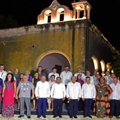 AMLO a Premios Nobel de la Paz: 'Llegan a México en tiempos de cambio'