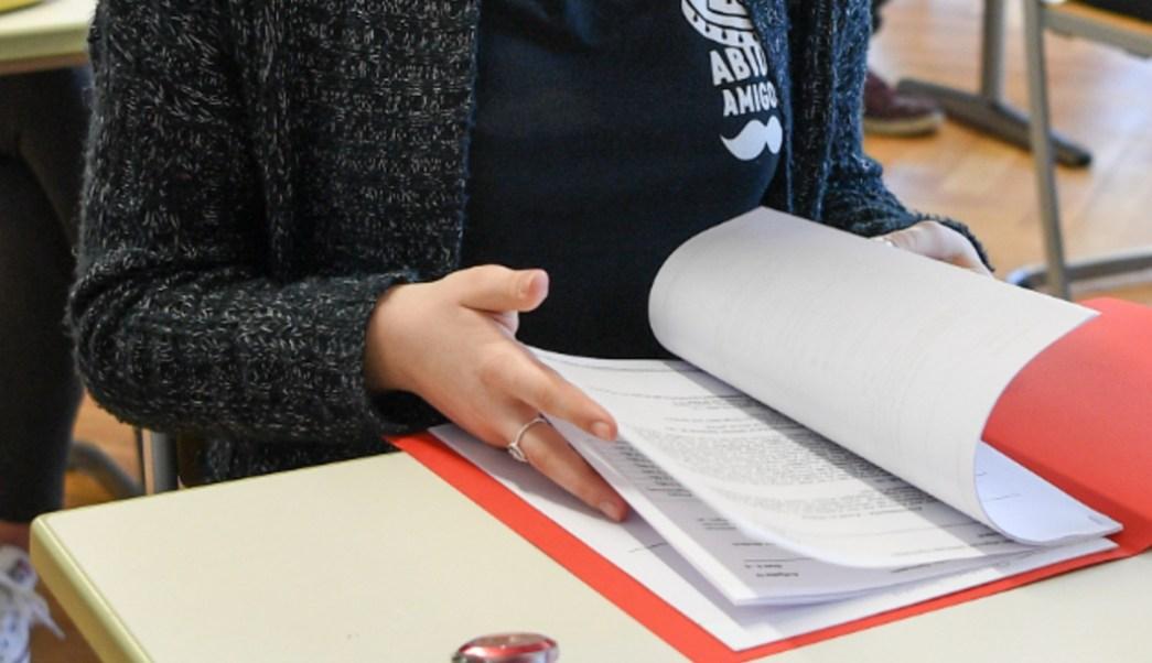 FOTO Deben quitarse exámenes de admisión y garantizar educación a todos, dice AMLO (AP, archivo)