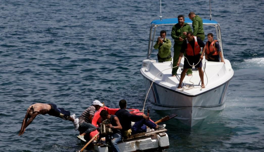 Foto: Cubanos tratan de salir de la isla, 5 de septiembre de 2019 (AP, archivo)