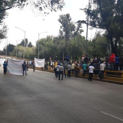 Comerciantes bloquean Circuito Interior Río Churubusco y Eje 5 Sur