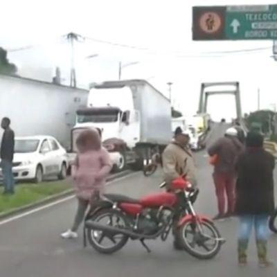 Bloquean vialidad en Iztacalco por desaparición de dos menores durante fiesta