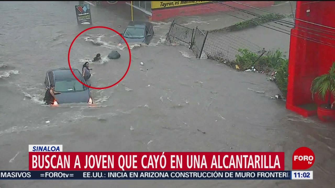 Buscan a joven que cayó en una alcantarilla en Culiacán, Sinaloa
