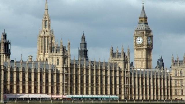 FOTO Ilegal, cierre del Parlamento británico, dice Tribunal Supremo ; en la imagen, la sede legislativa (AP, archivo)