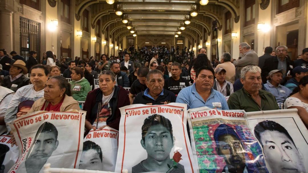 Foto: Familiares de desaparecidos en Ayotzinapa, 3 de diciembre de 2018, Ciudad de México