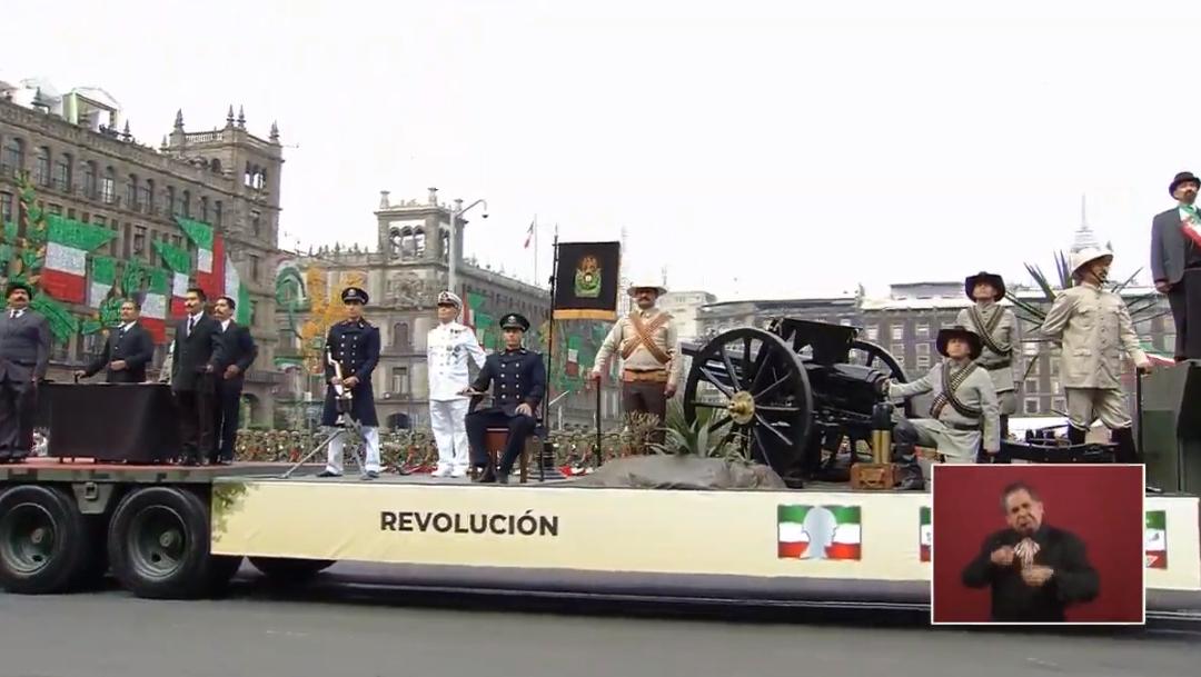FOTO En desfile militar 2019 hubo un carro alegórico que representó la Revolución Mexicana (YouTube)
