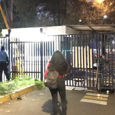 Encapuchados toman Facultad de Políticas UNAM, rechazan diplomado que incluye a Ricardo Anaya