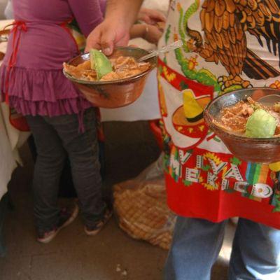 Pozole, platillo preferido para celebrar noche mexicana