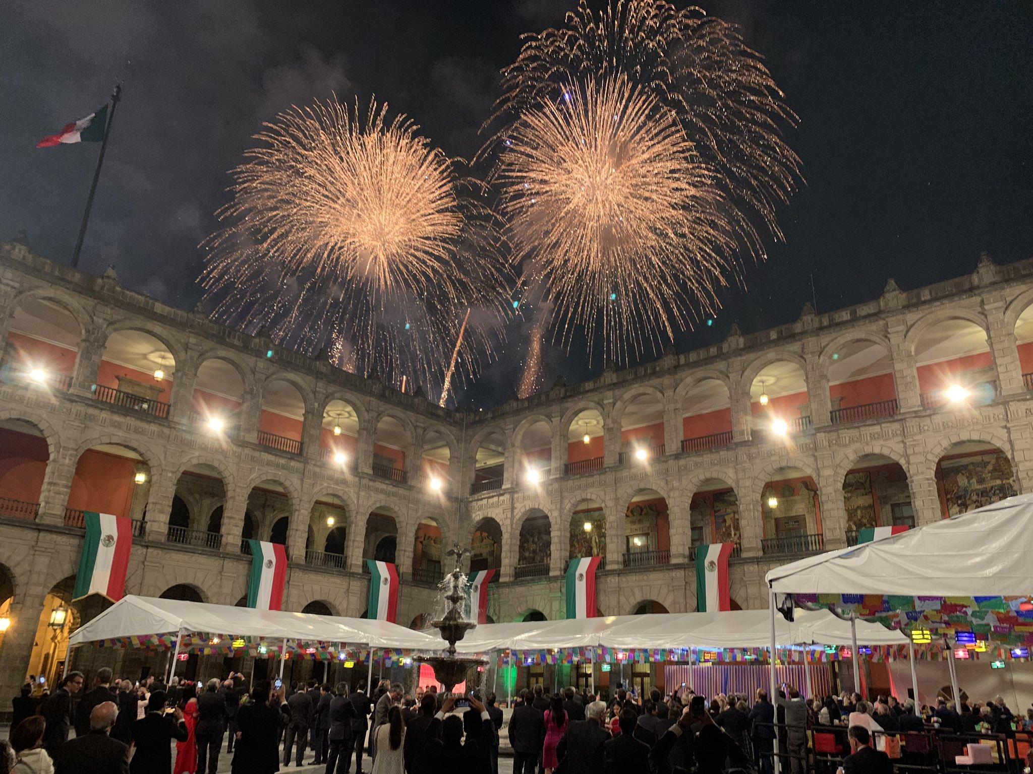 fiesta en palacio nacional Christopher Landau