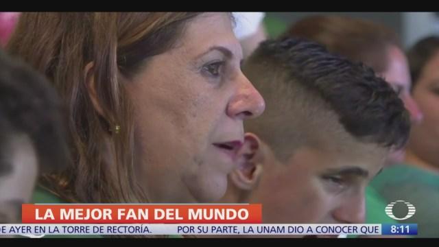 FIFA nomina a mamá de niño ciego como 'Mejor Fan del Mundo'