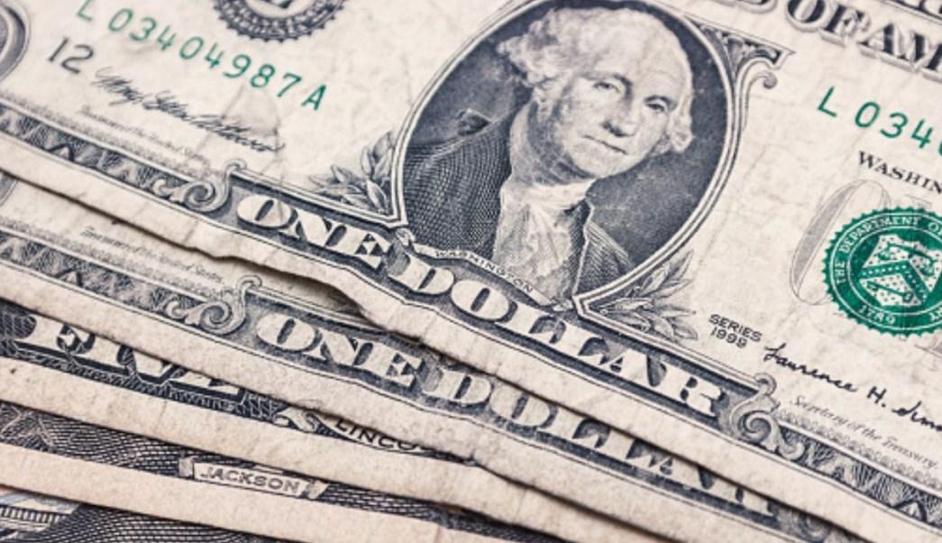Foto: Varios billetes de un dólar. Getty Images/Archivo