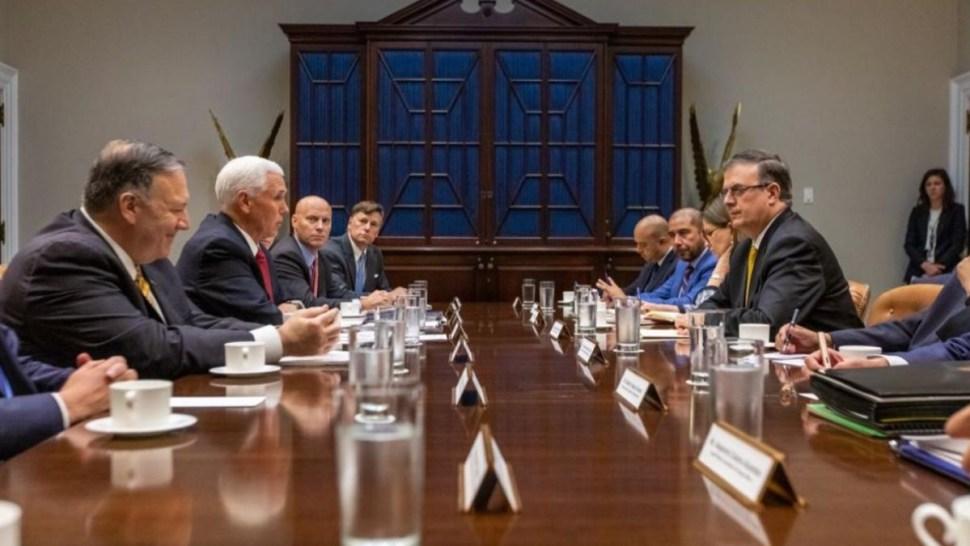 Foto: Reunión de la comitiva mexicana y estadounidense sobre acuerdo migratorio. Twitter/@m_ebrard