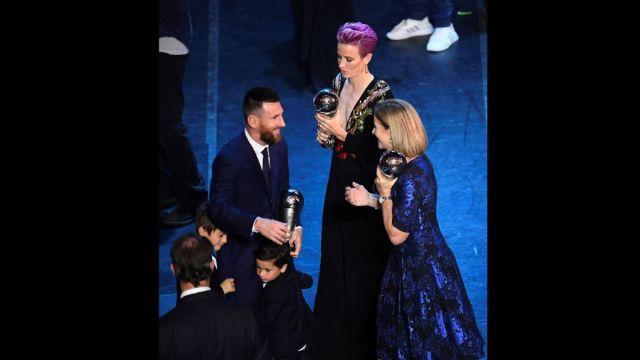 Foto: Lionel Messi y Megan Rapinoe ganan el premio The Best. Reuters