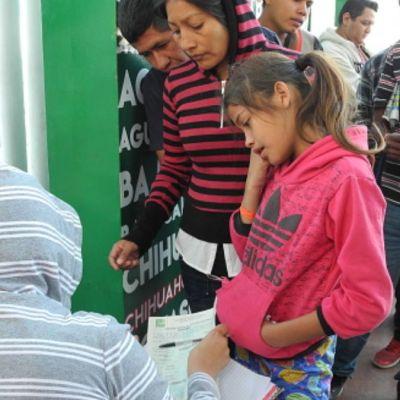 Corte de EEUU permite aplicar restricciones de Trump a solicitantes de asilo