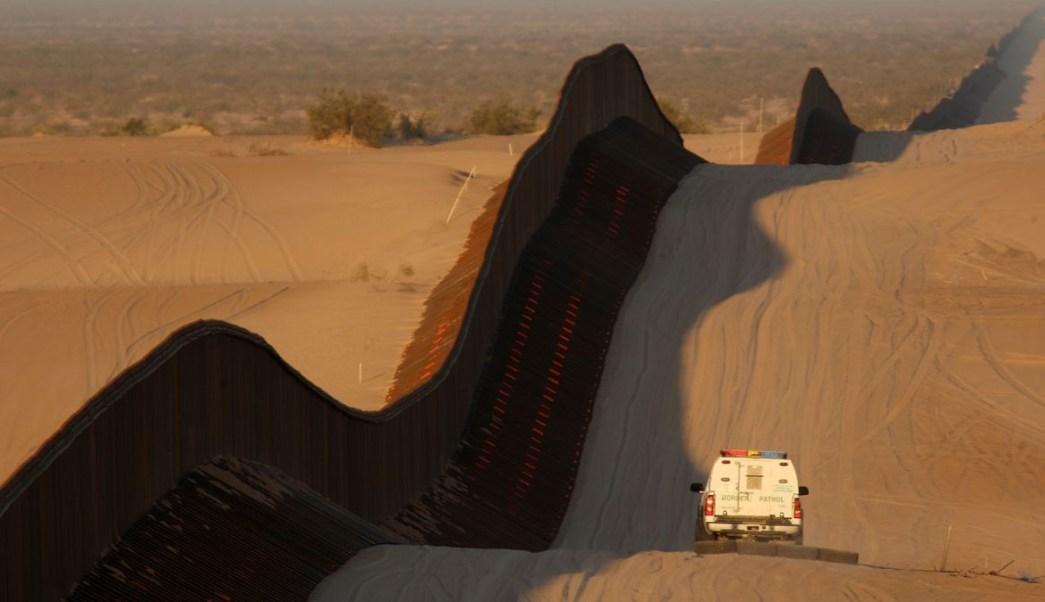 Foto: Una patrulla recorre la valla fronteriza en Yuma, Arizona, EEUU. Getty Images/Archivo