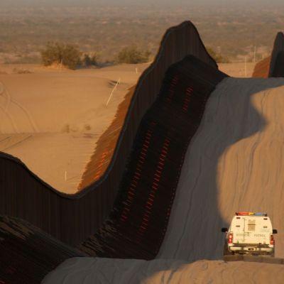 Inicia en Arizona construcción de muro fronterizo con fondos militares