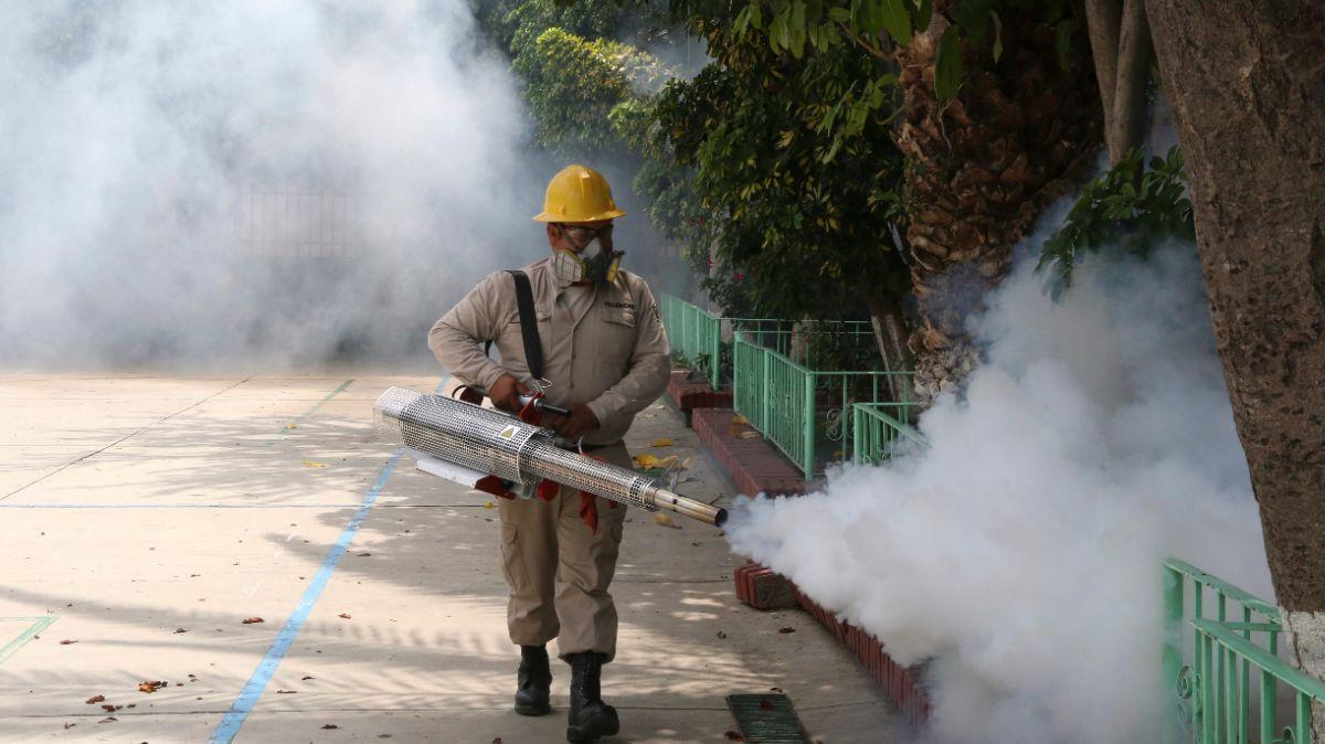 Fumigación en escuelas de Oaxaca.