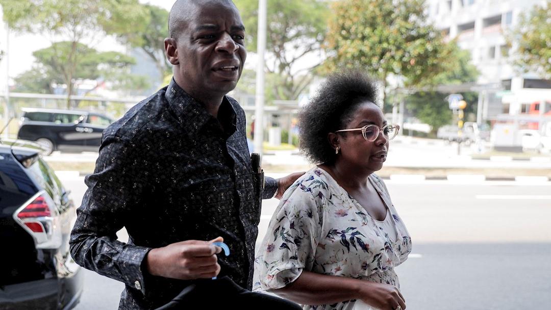 Foto: Familiares y amigos llegan al edificio Singapore Casket, donde estan los restos mortales del expresidente de Zimbabwe Robert Mugabe, 7 septiembre 2019