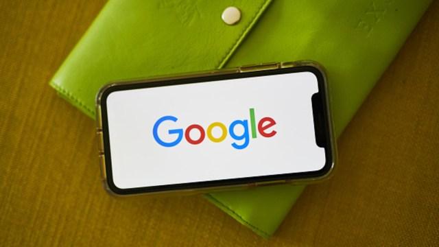Foto: El logotipo de Google aparece en un teléfono inteligente, 4 septiembre 2019