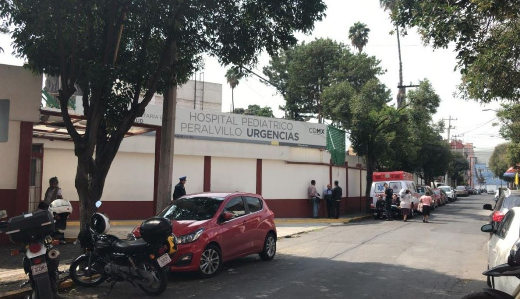 Trasladan a bebé abandonada en un baño a hospital de Peralvillo en CDMX