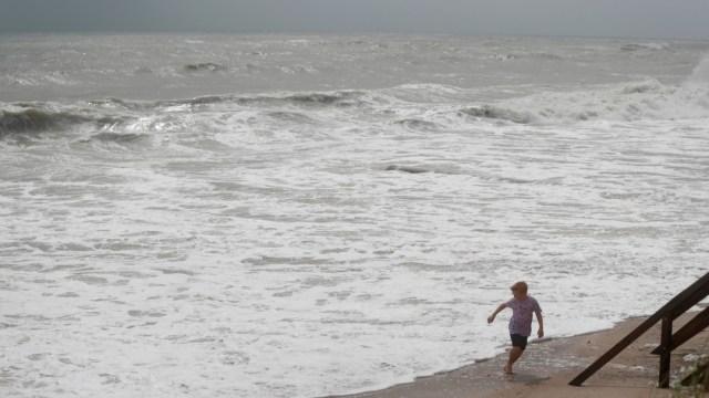 """FOTO Huracán """"Dorian"""", de categoría 3, se acerca a costas de Florida (AP)"""