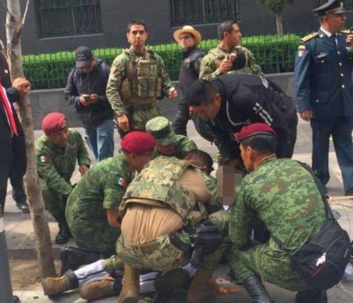 Paracaidista resulta lesionado durante desfile militar.