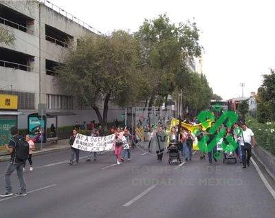 Marchan en CDMX en conmemoración de los sismos de 1985 y 2017