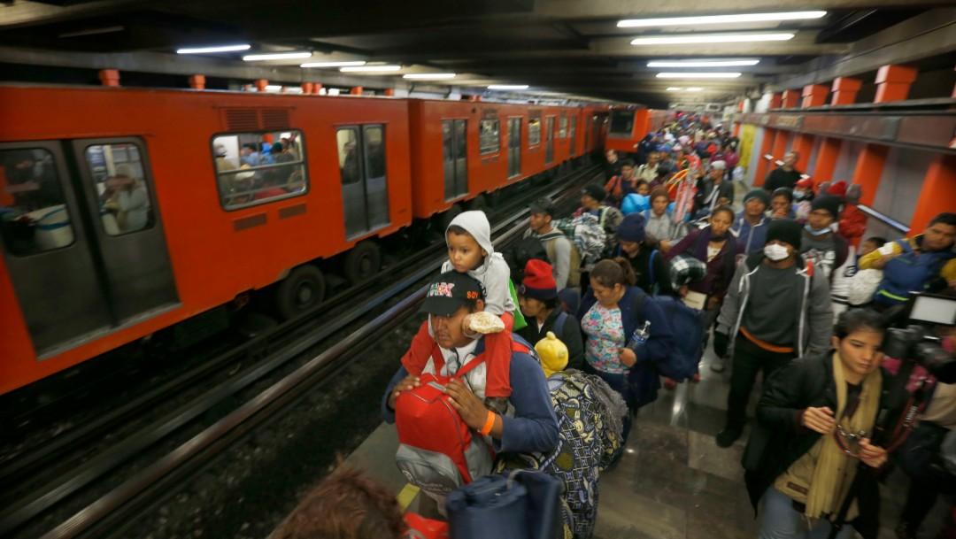 Foto Gente en el Metro, 10 de noviembre de 2018, Ciudad de México